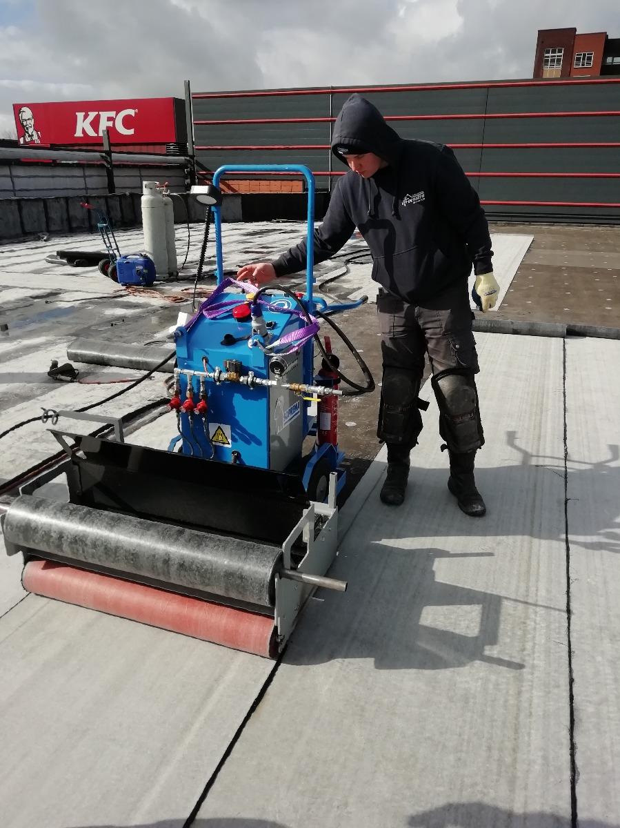 Mini Mammoet dakdekmachine te huur | Vlutters Tools & Safety
