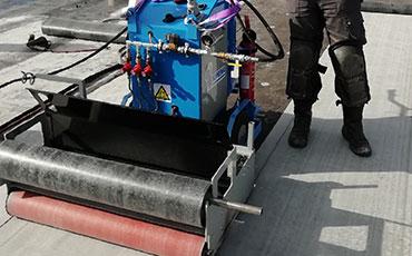 Dakmachine Mini Mammoet legt 1000m² per dag | Vlutters Tools & Safety