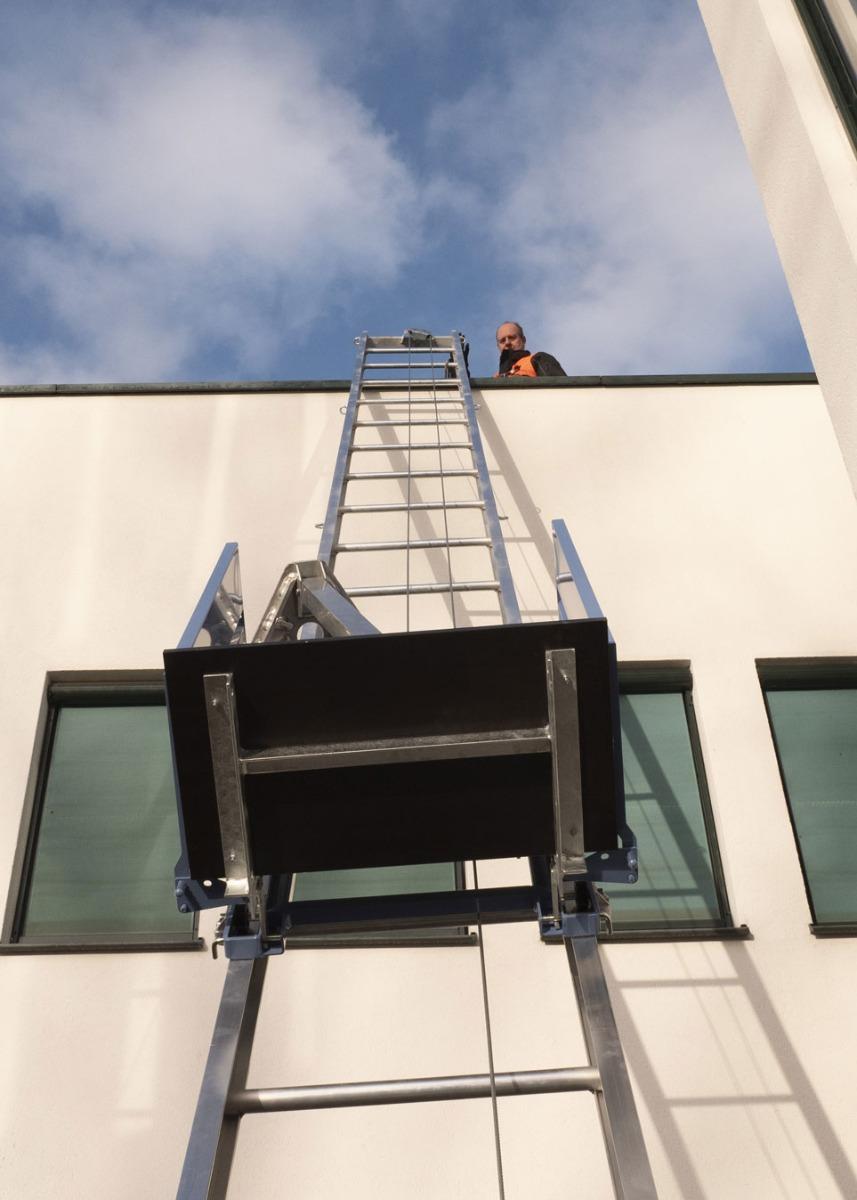 Vlutters-materieel-verticaal-transport-ladderlift-goederenlift